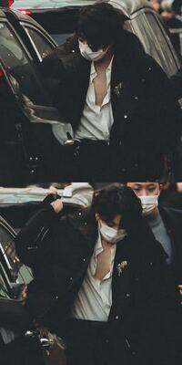 BTSのジョングクとジミンが車から降りてきた時にキスマークがジョングクの胸元についていたらしいですが、どういうことすか!?