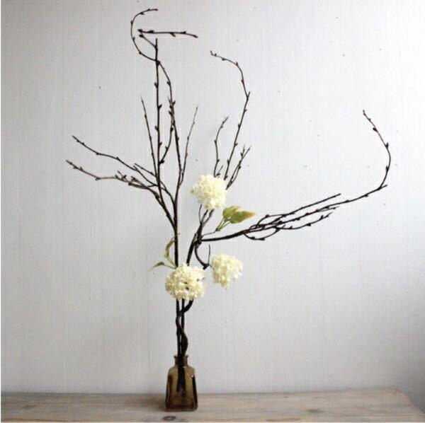 こちらの白い花はなんでしょうか?造花なのですが
