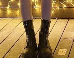 この写真の靴はどこのものだと思いますか??