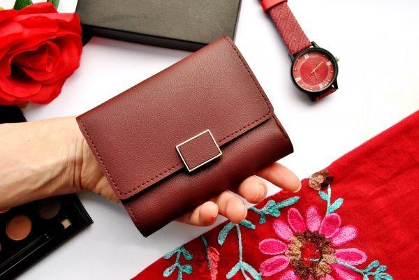 これはどこのブランドの財布でしょうか? たまたま見つけた画像なのですが、とても好みで探しています。 おわかりになる方がいらっしゃれば教えてください。