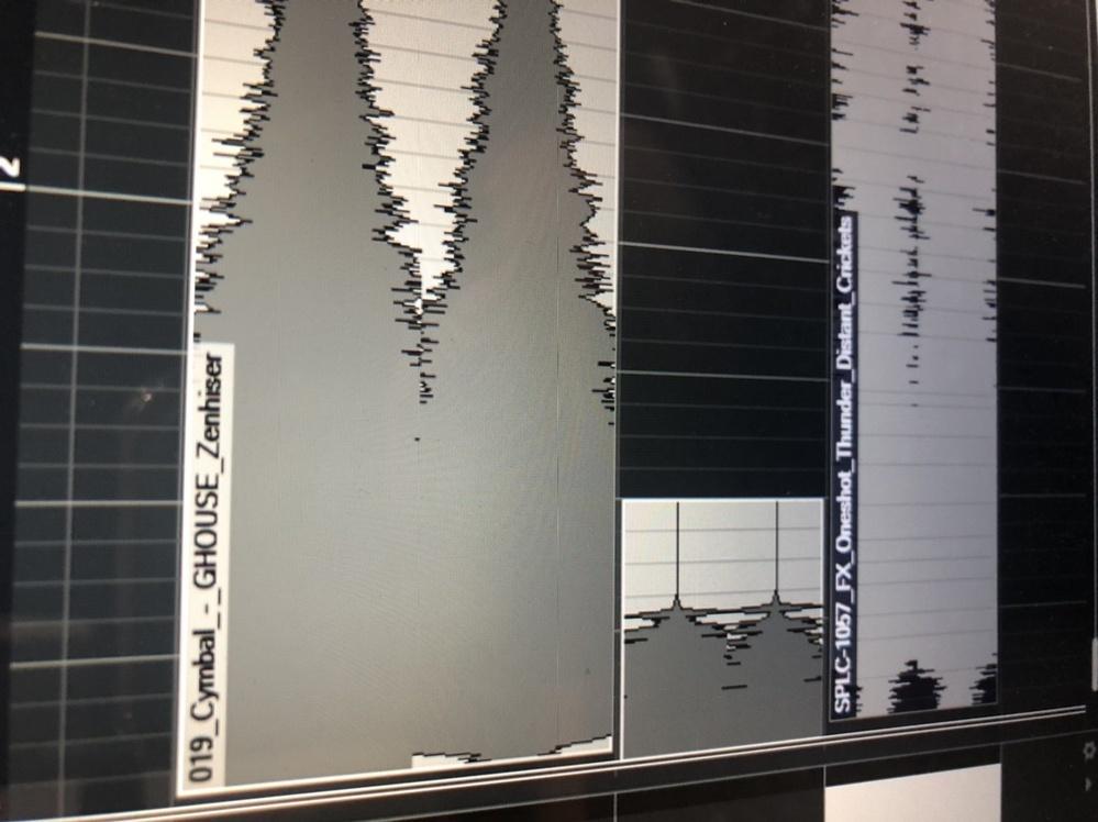 cubaseにspliceからドラッグ&ドロップをすると ほぼ全てのサンプルがこのような状態の波形になります、改善策などあるのでしょうか? 初歩的な質問ですみません。