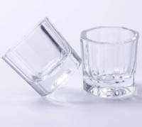 レジン剤の代替品はないでしょうか? こういった小さなカップにさざれ石や他パーツを封入したものをいくつも作る必要があります。 レジン剤で固めようと思っていたのですが、こんな小さいカップでも20ml以上の容...