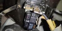 冷蔵庫(パワーリレー)のカチカチ音が止まりません、故障箇所特定と修理について。 冷蔵庫型番 National NR-B123V7 パワーリレー型番 omron G2R-1A-ASI 12VD 現状は冷蔵庫も冷凍室も冷えているのですがここ最近、冷蔵庫背面からカチカチ音がするようになり、上手く作動する時はカチカチ音の後にコンプレッサーからブーンと言う音と共にカチカチ音も止まります。 しかし、カチ...