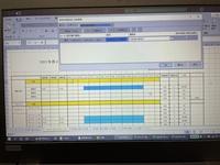 エクセル ガントチャートシフト表の色付け範囲   ガントチャートのシフト表を作成していたのですが、 シフトを16:30〜21:30と入力すると22:00まで塗りつぶしがいってしまいます。 これを21:30までの塗りつぶ...