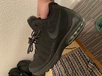 これはNIKEのなんて名前の靴ですか? 偽物なんでしょうか? 今朝セカストで見つけました。調べてもなかなか出てきませんでした... エアフォース ナイキ