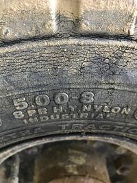 フォークリフトのタイヤ空気圧 1.5トンのリアのタイヤ空気圧はいくらくらいですか?  8PRです。