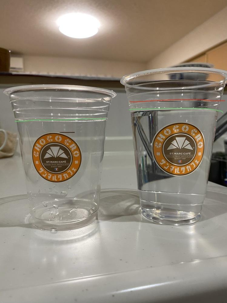 サンマルクカフェでタピもっちを飲みました 先日はMサイズ(左)で今日はLサイズ(右)です MとLは、殆ど同じ量なのでしょうか? それとも、店員さんがカップを間違えているのでしょうか? Mサイ...