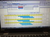 エクセル ガントチャート シフト表 色つけ ガントチャートでシフト表を作成していたのですが画像の厨房②の部分の16:00と入力されている箇所の色付けが16:30までされてしまいます。 他にも数カ所30分色つけがずれ...
