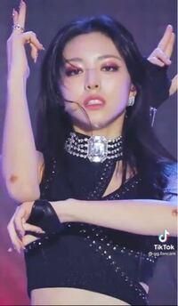 ユナの腕の傷?っぽいの何ですか?