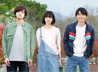 この服装、僕はかっこいいと思うのですが、それは吉沢亮(一番右)が着ているからそう見えるだけでしょうか? ついでに北村匠海(一番左)の服装はどう思いますか?