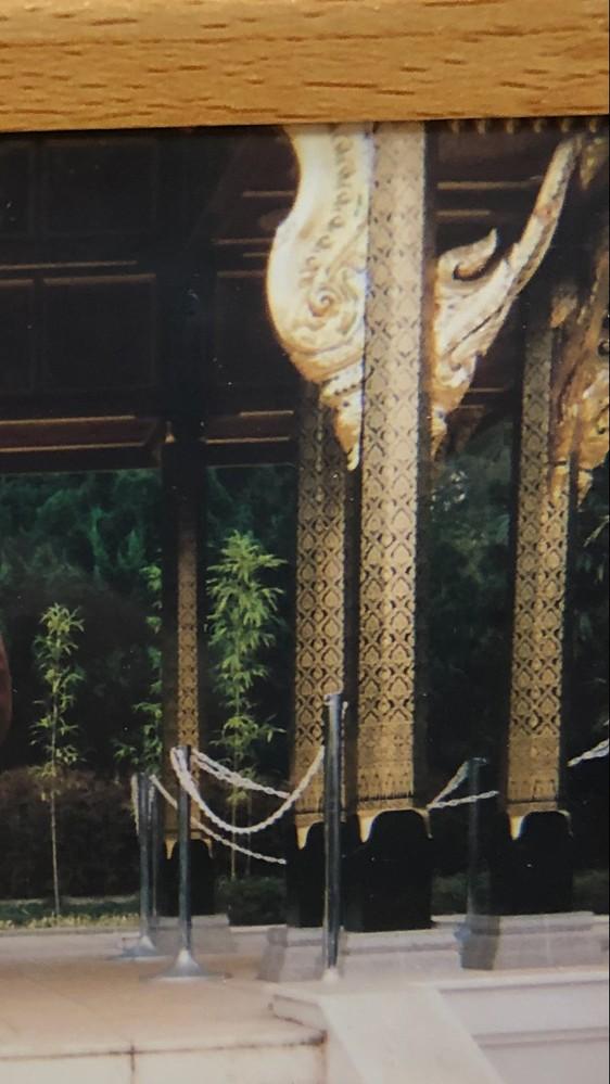 この写真の場所を是非特定して欲しいです。 お寺か神社か分かりませんが金箔の造形が特徴的なところです。 お分かりになられる方よろしくお願いいたします。