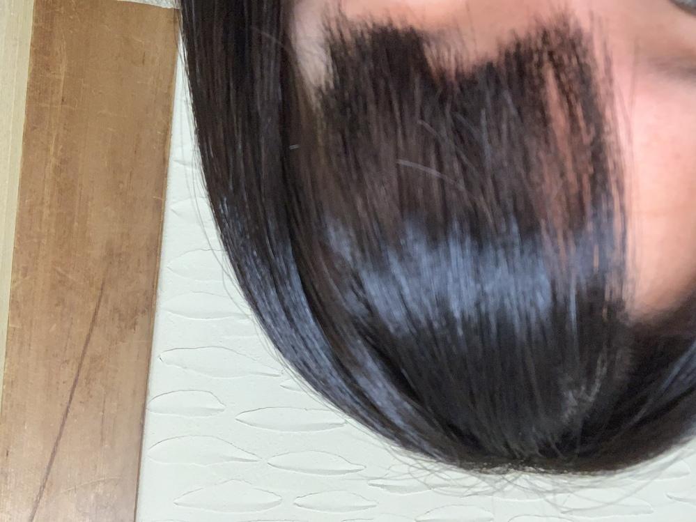 本日美容院に行き髪を切りました。 前髪を眉らへんのながさで切って頂いたのですが、こんなガタガタになるものですか? ちなみに切っていただいたのは店長さんでした。