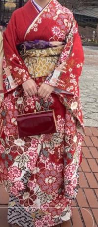 成人式のレンタルの振り袖です。 これは高く見えますか? いくらくらいに見えますか?