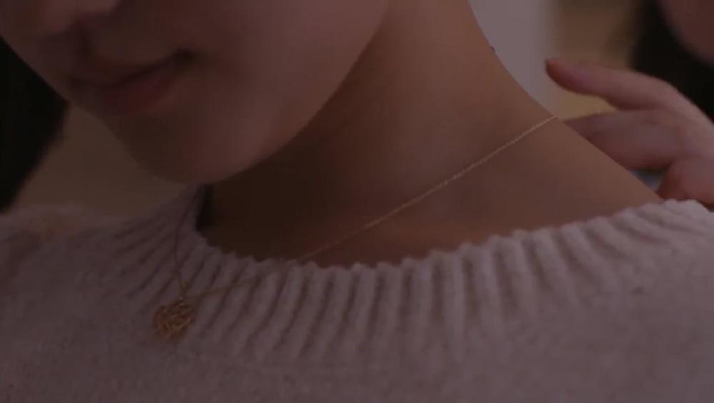 こちらのネックレスわかる人いませんか? 宇宙を駆けるよだかと言うドラマで清原果耶さんが付けていたものです。