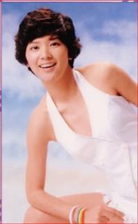 桜田淳子さんと中森明菜さん  どちらが美人で、脚が長く、スタイルがいいと思われますか?? ともに18歳ごろから20歳くらいのピーク時とします。