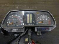 GPz400Fでこのメーターがついてるバイクと普通のメーターがついてるバイクの違いはなんなんですか?F2か違うかということなんですか?