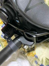 クロスバイクのサドルの角度調節について。 画像のようなタイプのサドルってどうやって角度を変えればいいんでしょうか。