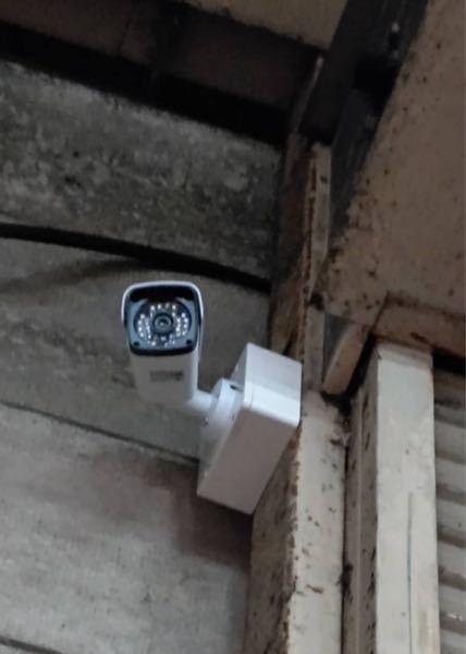 防犯カメラに詳しい方教えて下さい 今私の実家の倉庫の所有を巡って身内内で揉めています。 先日倉庫に身内の対立相手が防犯カメラを取り付けていました。私が倉庫に勝手に入らないという理由みたいです。 ...