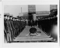 アメリカの潜水艦(太平洋戦争)はなぜ、 ディーゼル・エレクトリック方式(水上でも水中でもモーターでスクリューを回す)を採用したのでしょうか❔この方式だとディーゼルエンジンをエコノミーなはやさで回せますが。