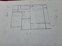 間取り相談  平屋の間取りです。 ・共働き夫婦と男児小学生の3人家族 ・雪国在住(一年の半分は暖房使用)  ・DKは横並びがいい ・洗濯室兼家事室がほしい ・脱衣場は独立させる ・出来れば水回りはまとめる   小さく建てたいので、建坪は30坪くらい。 土地は100坪弱で南北に長方形です。 お風呂がが北側、玄関側が南になります。 主寝室側と子供部屋側が道路に面しています。  ネットで見た間取り...
