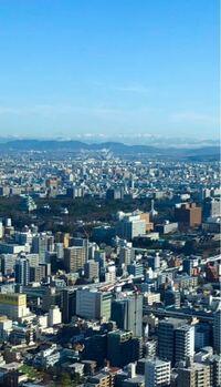 名古屋駅から名古屋城方面を撮った写真です。雪が被った山脈が奥に写ってますが、何ていう山脈ですか?