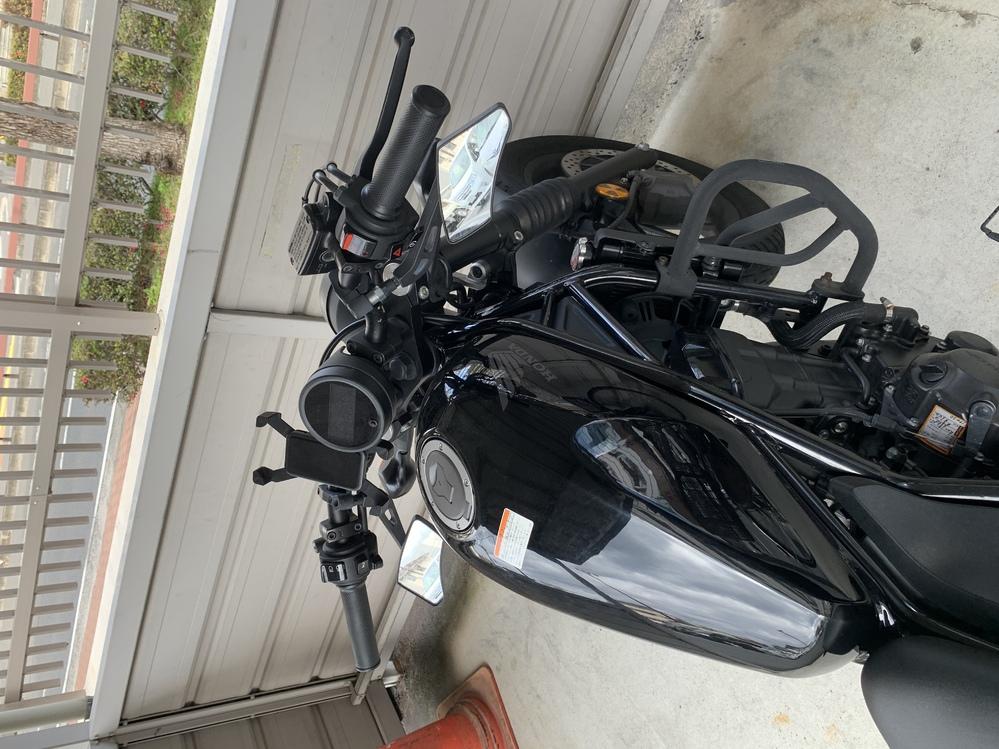 このバイクのミラーはどこのものになるでしょうか?
