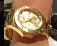 sixtones田中樹さんの ゴールドの時計がどこのブランドか分かる人いますか? 写真載せてます。