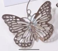 こちらの蝶々のアクセサリーパーツはどこの通販サイトのものでしょうか?? ハンドメイドでこちらを使ってピアスを作っていた方が作らなくなってしまったので困っています:;(´﹏`);:    蝶々 蝶 ハンドメイド...