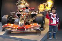「角田裕毅は、2007年のF1日本GPでルイス・ハミルトンのレースを見たことがF1ドライバーを目指すきっかけとなったと語る。」 とありますが、あれからまだ13年しか経ってないのにこんな幼い少年が今やF1ドライバーになってるって、なんか不思議じゃないですか?  僕は2004年から毎年日本GP観戦(富士は除く)に行ってますが、2007年(僕は当時大学生)は確か富士スピードウェイでの開催だったよう...