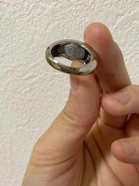 スリーコインズでリングセット買ったんですが 中を見たら小石みたいなのが入っててこれってこーゆーやつなんですかね、、(笑)