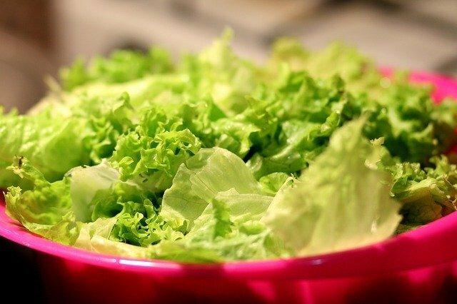 野菜サラダにトッピングするのは何がいいですか?
