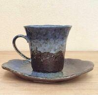 自宅の来客用にコーヒーカップを購入しようかと思っています。 画像の五セットのカップにしたいと思うのですが、例えばお客さんの中で、コーヒーが1人だけ飲めない場合、こちらのコーヒーカップに紅茶も入れたら...