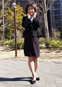 今回は、ありふれたリクルートスーツでの女装です。評価をお願いします。