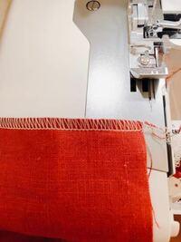 ロックミシン初めて使ってみました。3本糸で、試し縫いです。この縫い目は綺麗でしょうか?