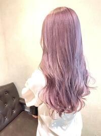 美容院で染め直しについて。  2日前に美容院へいき、画像のような色をお願いしました。 元々ブリーチしており色が抜け金髪に近い色だったところに、もう一度ブリーチして色を入れてもらいました。  仕上がりの時は、てっぺんの横?前髪の横?らへんが金髪っぽくなっており、「色が抜けすぎて入らなかった」と言われ色味じたいは明るすぎかなあ?って思ったけどあまり気にならなかったのでそのまま帰宅しました...