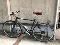 身長が190センチあって、クロスバイク選びに困っています。 クロスバイクのGiant escape rx3の555mmを購入しようと思っていたんですが、在庫がどこをまわってもありませんでした。500mmで妥協しようと思いました...