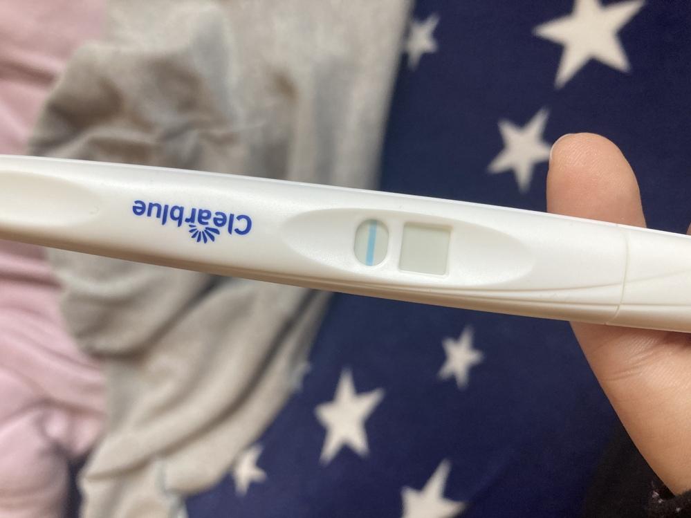 クリアブルーの検査を生理予定日4日過ぎて、朝一の尿でコップに取りつける方法でしました。 その生...