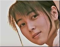 ZARDの 坂井泉水さんと中森明菜さん   とではどちらが綺麗ですか??