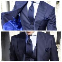 スーツのネクタイの結び方 種類 画像の様な結び方の種類を教えてください。 色々試行錯誤しディンプルは何とかできますが、画像の様にノットが細長く 上手にできずノットの長さ優先させると裏の小剣が極端に長くなり バランスがとれません。 またネクタイの種類も関係するのでしょうか? (いつもジャガードタイです) 是非ご教授お願いします。