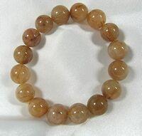 天然石にお詳しい方どうぞよろしくお願いいたします。  こちらの数珠の石は何という石でしょうか? 大変恐縮ですがどうぞよろしくお願いいたします。