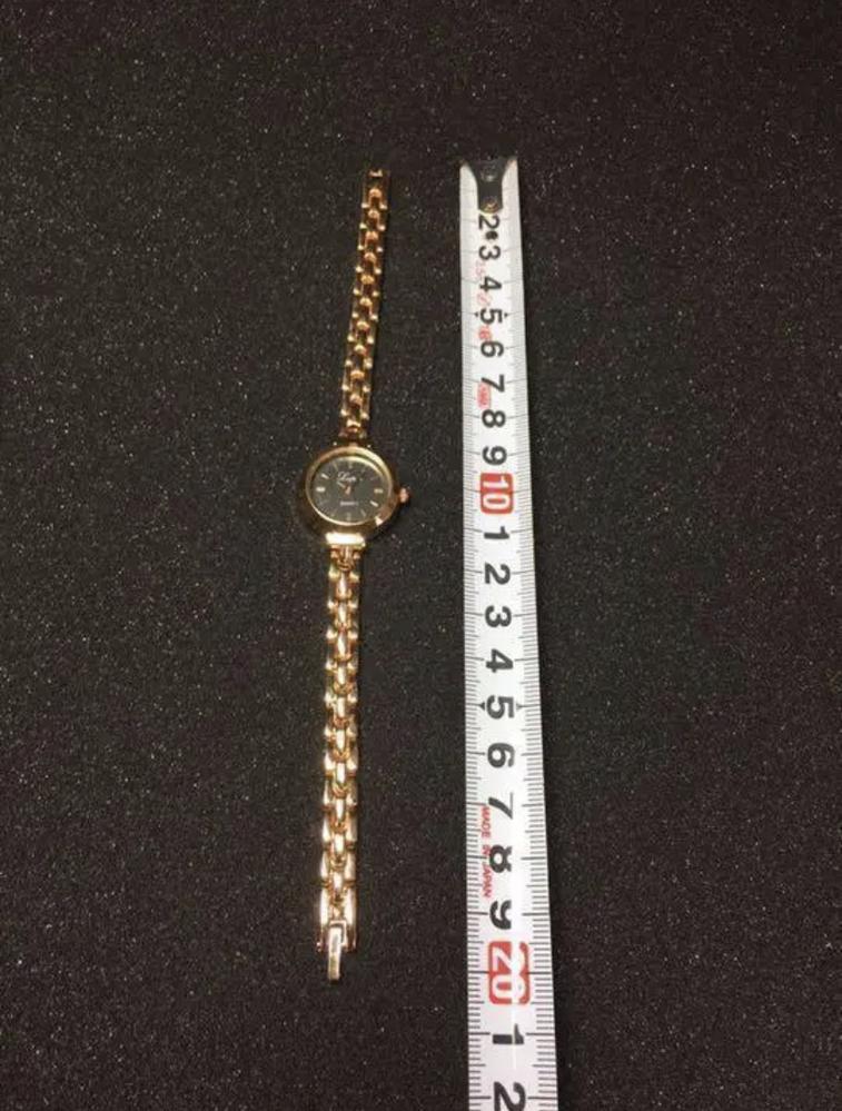 このような時計はどうやって付けるんですか?汗 メルカリで購入したのですが付け方がいまいち分かりません、