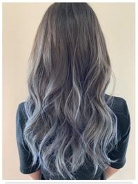 新入社員です。 髪を染めたいのですが 会社から原色などは避けて、社会人として派手になり過ぎないようにと言われているのですがこの髪色はセーフがアウトかどっちだと思いまか??