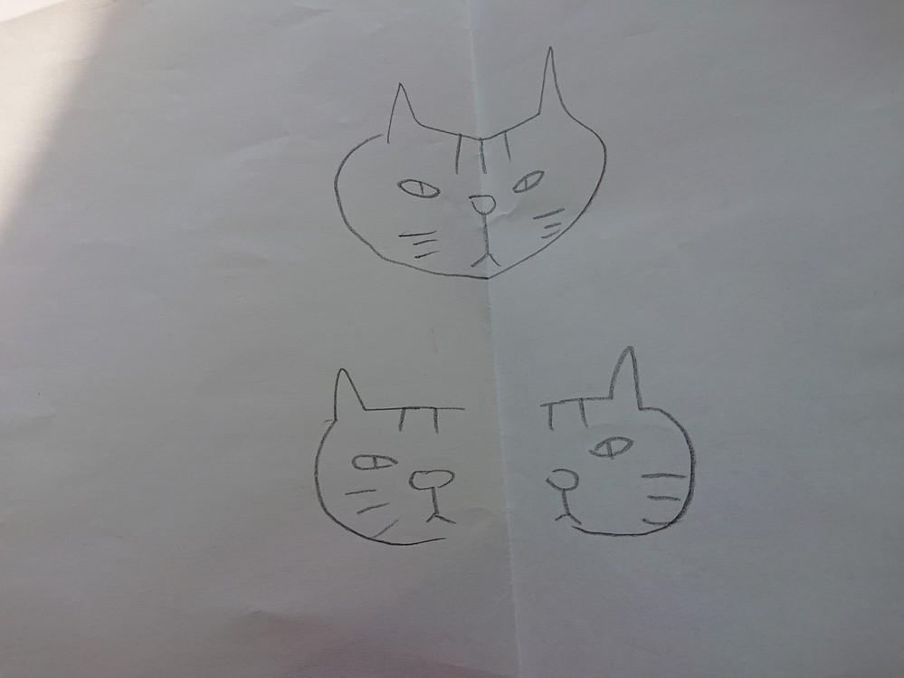 絵本の描き方について質問です。 絵を見開きページにまたがって描きたい場合、 投稿する段階ではどのような描き方になりますか? 添付画像の上の猫だと塗り伸ばしができないので、下のように描いたらよい...