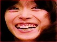 松田聖子の「ガラスの林檎、スイートメモリーズ」86万枚と 中森明菜の「サンド ベージュ」46万枚   とではどちらが好きですか??