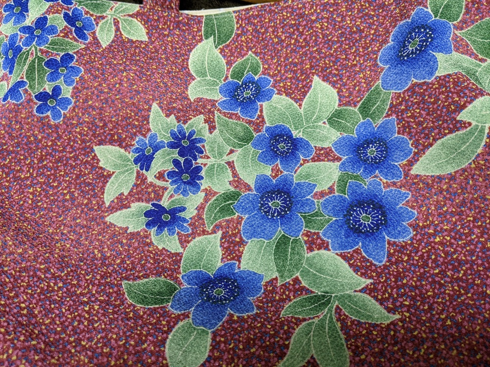 お花に詳しい方! これは何のお花ですか? 布にプリントされたものです。