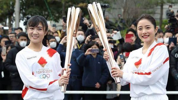 オリンピックの聖火ランナーのリハーサルで石原さとみさんの隣にいる人って誰なんですか?