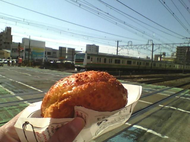 神奈川県平塚市 の学校の給食には 高久製パン のカレーパンが出てくることがあるのでしょうか? 後、どう思いますか? 高久製パン は学校の給食に貢献しているので気になりました。 高久製パン のカ...