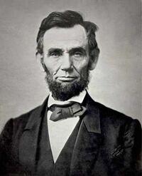 リンカーンの顔について質問です。有名なこのお顔ですが、これは写真なのでしょうか?肖像画なのでしょうか? 19世紀には写真の歴史がはじまっていたとなにかで読んだ気がするのですが、あの偉大なリンカーンの実...