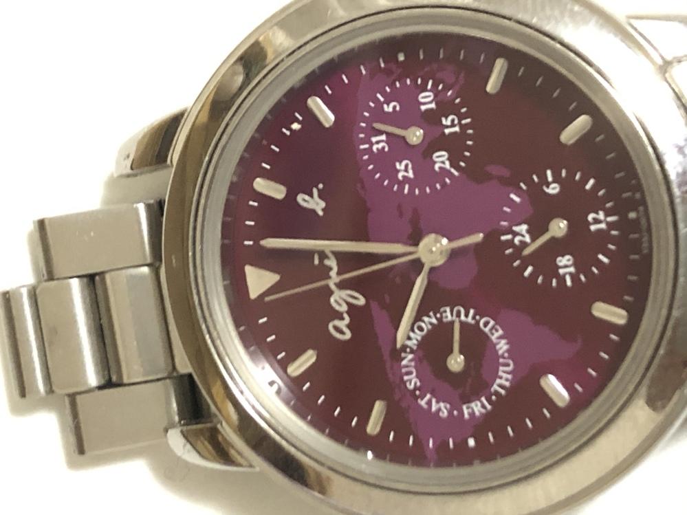 受験用に腕時計についてですがこれは秒針の音がしないですがデザインがけっこうアウトな気がします。 英語が書いてあったりとかですね。どう思いますか?