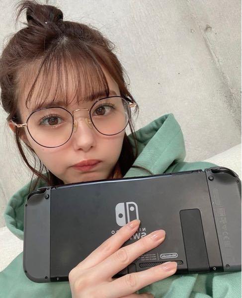 市川美織ちゃんがつけてるこのメガネがどこのものかわかる方、特定出来る方いらっしゃいませんか?宜しくお願い致します。